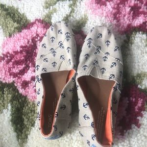 Toms Burlap and Anchors